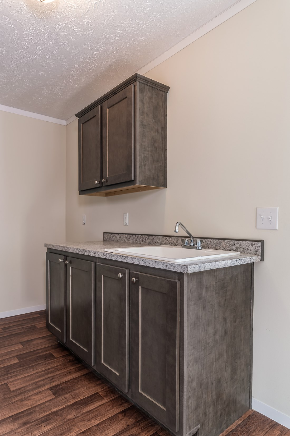 The WINCHESTER FLEX Utility Room. This Manufactured Mobile Home features 4 bedrooms and 2 baths.